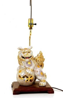 Old Japanese White Kutani Fu Dog Lion Shishi Lamp