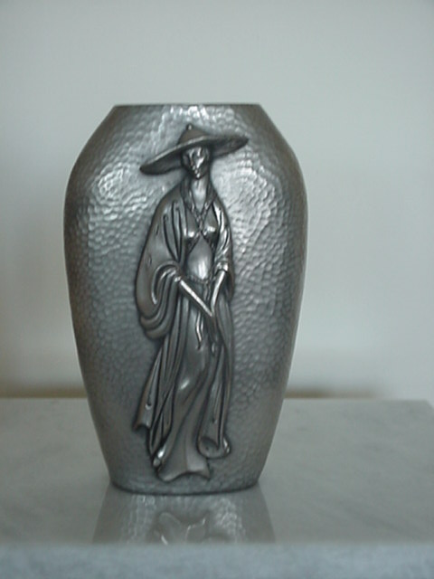 CHINESE LADY ON VASE IN STYLE ERTE