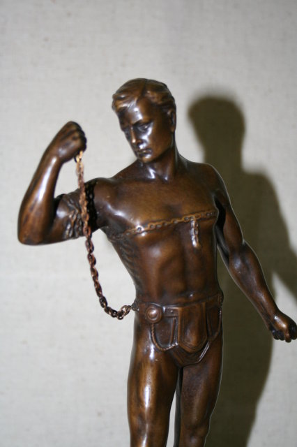 Muscle Man in bondage with Chain
