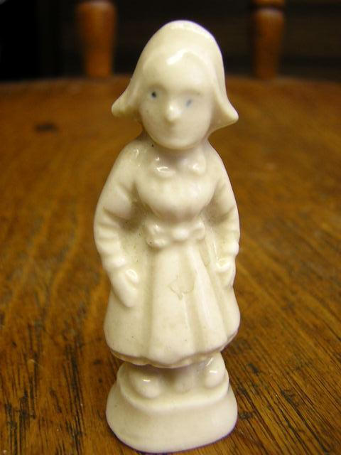 miniature figurine porcelain little dutch girl