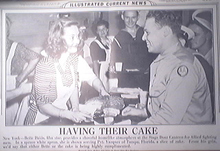 Illustrated Current News 7/19/1943 Bette Davis and a GI