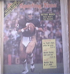 The Sporting News 12/1/1973 Notre Dame's Tom Clements