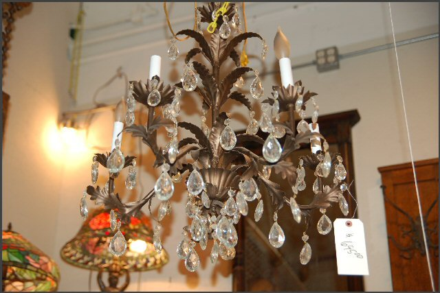 Five Lite Chandelier w/ Leafey Theme
