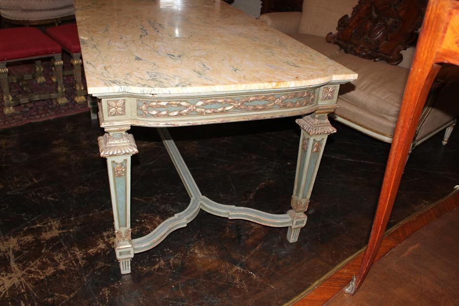 Italian Parcel Gilt Center Table