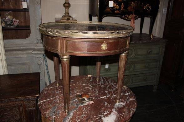 Petite Bouillotte Table