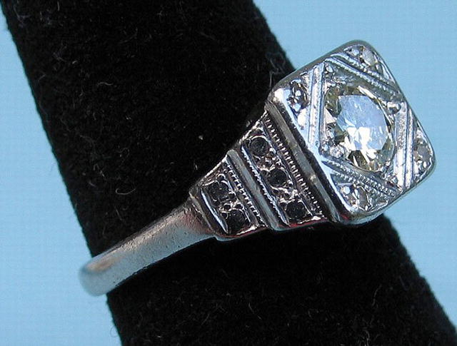 GOOD PLATINUM .6 CARAT DIAMOND RING GOOD STONE 5 TOTAL