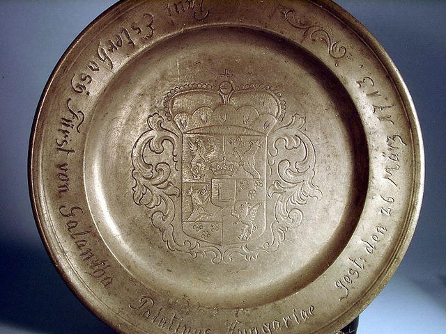 DATED PEWTER BIRTH PLATE 1713 FAMILY CREST NICE