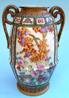 NIPPON VASE 2 HANDLED FLOWERS MORIAGE QUALITY