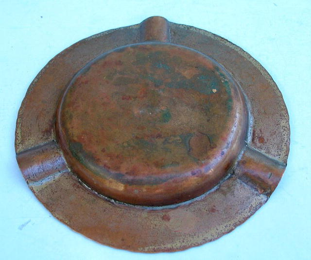 EARLY ROYCROFT HAND HAMMED ASHTRAY WITH IMPRESSED MARK