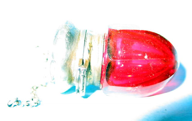 VERY UNUSUAL VICTORIAN SCENT BOTTLE SMELLING SALTS NICE NUTMEG GRINDER?
