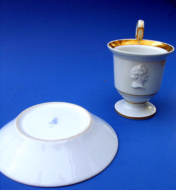 MEISSEN COFFEE CUP WILLIAM GLADSTONE DISRAELI