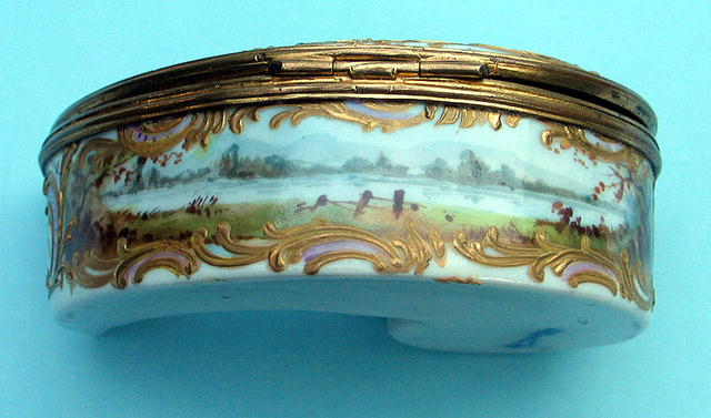 FINE 18th / 19th C MEISSEN COMMA SHAPED BOX CUPIDS GOAT