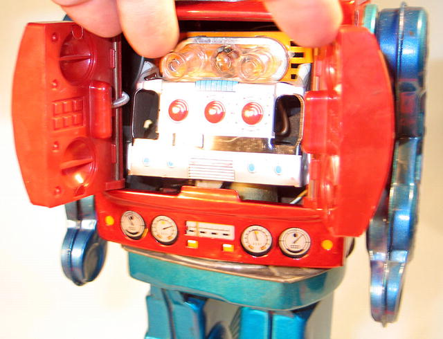 JAPANESE SPACE TIN ROBOT W/ GUNS BATTERY OPERATED