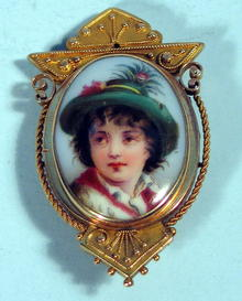 VICTORIAN 14K ETRUSCAN BROOCH W/ HAND PAINTED INSERT