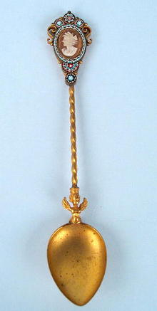 UNUSUAL GILT SPOON WITH CAMEO AND MICROMOSAIC ANGEL
