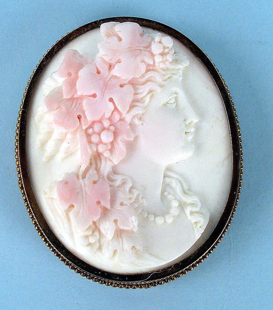 EXQUISITE ANGEL SKIN CORAL CAMEO GOLD FRAME