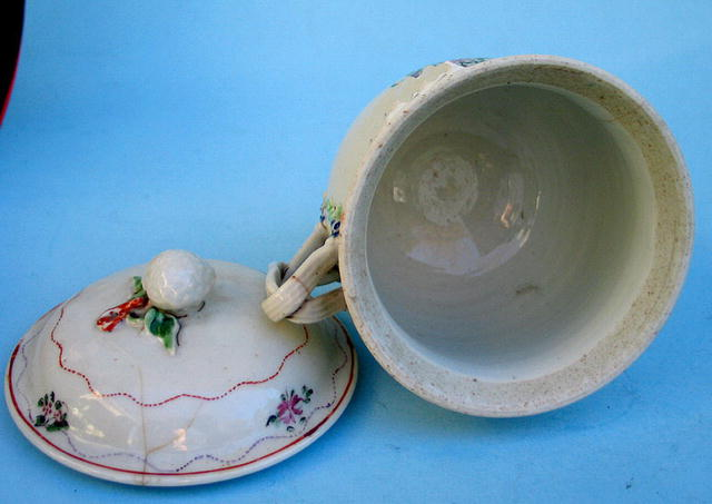 CHINESE EXPORT HANDLED MUG INSECTS COVERED LID