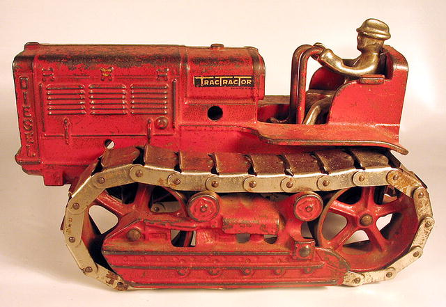 ARCADE INTERNATIONAL TRACTRACTOR CAST IRON TRACTOR