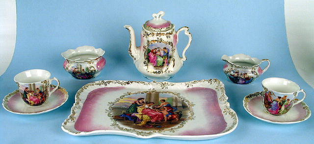 FABULOUS CHILD OR DOLL TEA SET CLASSICAL ROYAL VIENNA