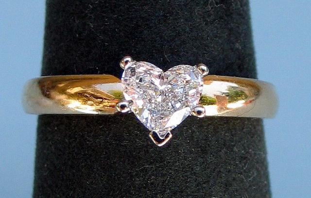 1/2 CARAT HEART SHAPE DIAMOND SOLITAIRE TIFFANY SETTING