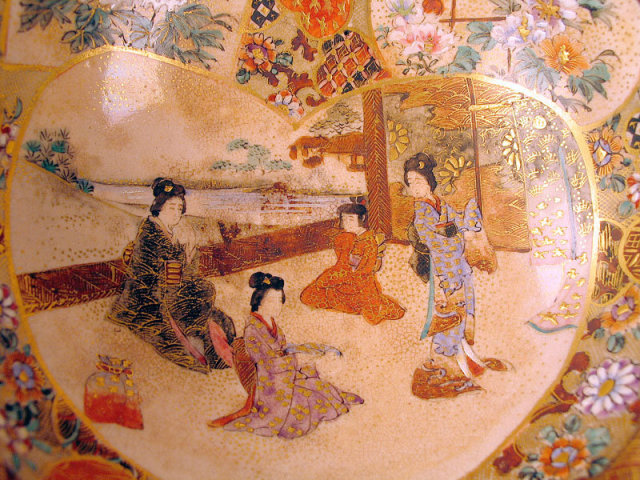 NICE JAPANESE MEIJI SATSUMA BOWL WITH GEISHA