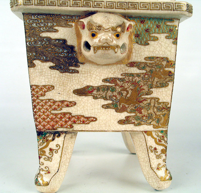 FINE JAPANESE EDO / MEIJI SATSUMA KORO WITH SHI SHI DOG COVER.