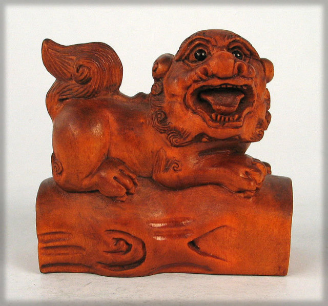 FINE CHERRY WOOD JAPANESE MEIJI NETSUKE SIGNED FOO FU OR SHISHI DOG