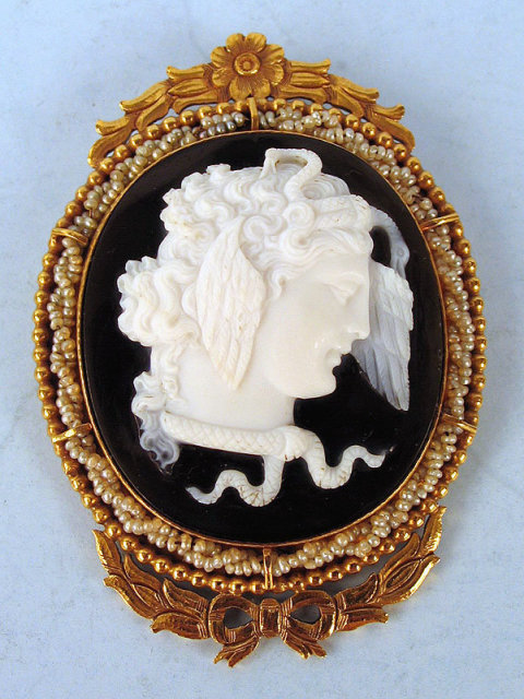 STUNNING BLACK WHITE SARDONYX CAMEO MEDUSA BY CASTELLANI VICTORIAN 14K GOLD PEARLS AWESOME FRAME