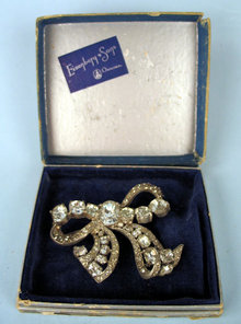 FINE EISENBERG LARGE BOW PIN / BROOCH  IN ORIGINAL BOX
