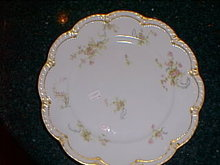 Haviland Limoges dinner plate, Schleiger 57G, roses & gold trim