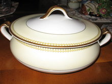 Haviland Limoges Round Covered Vegetable, Schleiger 278