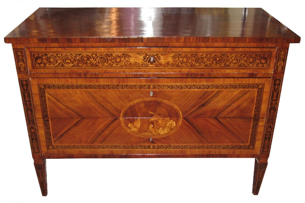 Antique Italian Neoclassical Chest of Drawers in Manner of Giuseppe Maggiolini