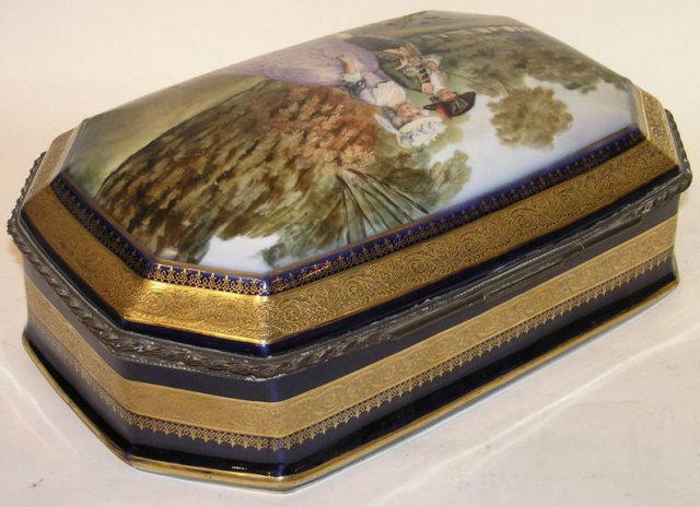 French DECO Porcelain Dresser Box
