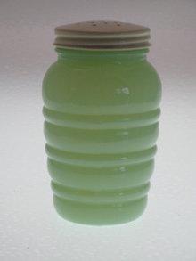 GREEN JADE-ITE RANGE SHAKER