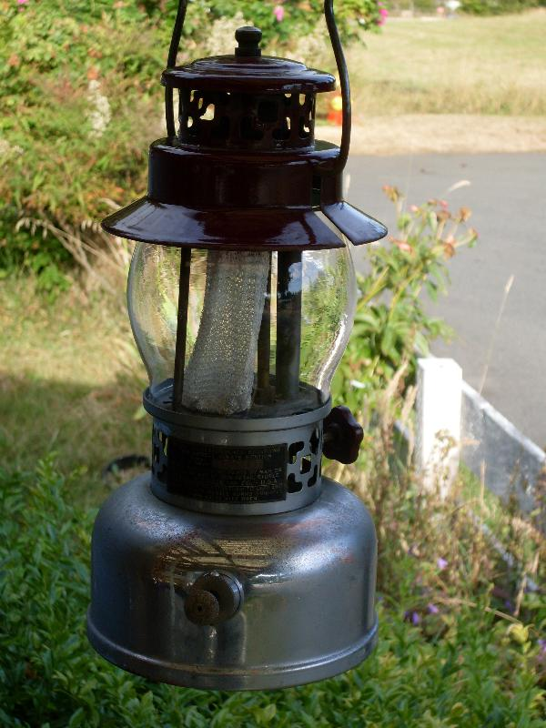 Unusual Find _ Original Sears Roebuck & Co. U.S.A. made by American Gas Lantern Co._BURGANDY color COLEMAN Style  Lantern Made by AMERICAN GAS _Alloy BOX _NO SALES TAXES to USA