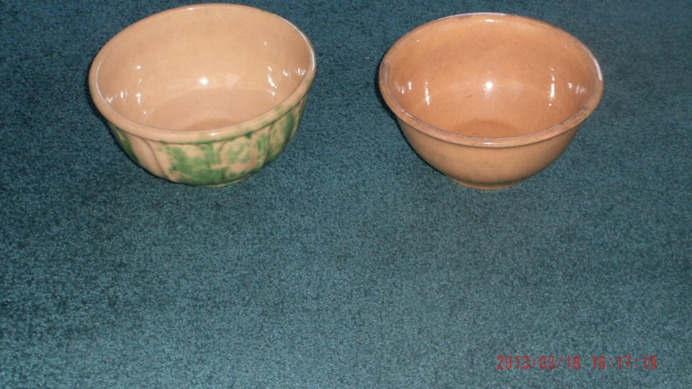 2pcs ELITE # 8 early ALBERTA POTTERIES + early MEDALTA POTTERY MIXING BOWLS