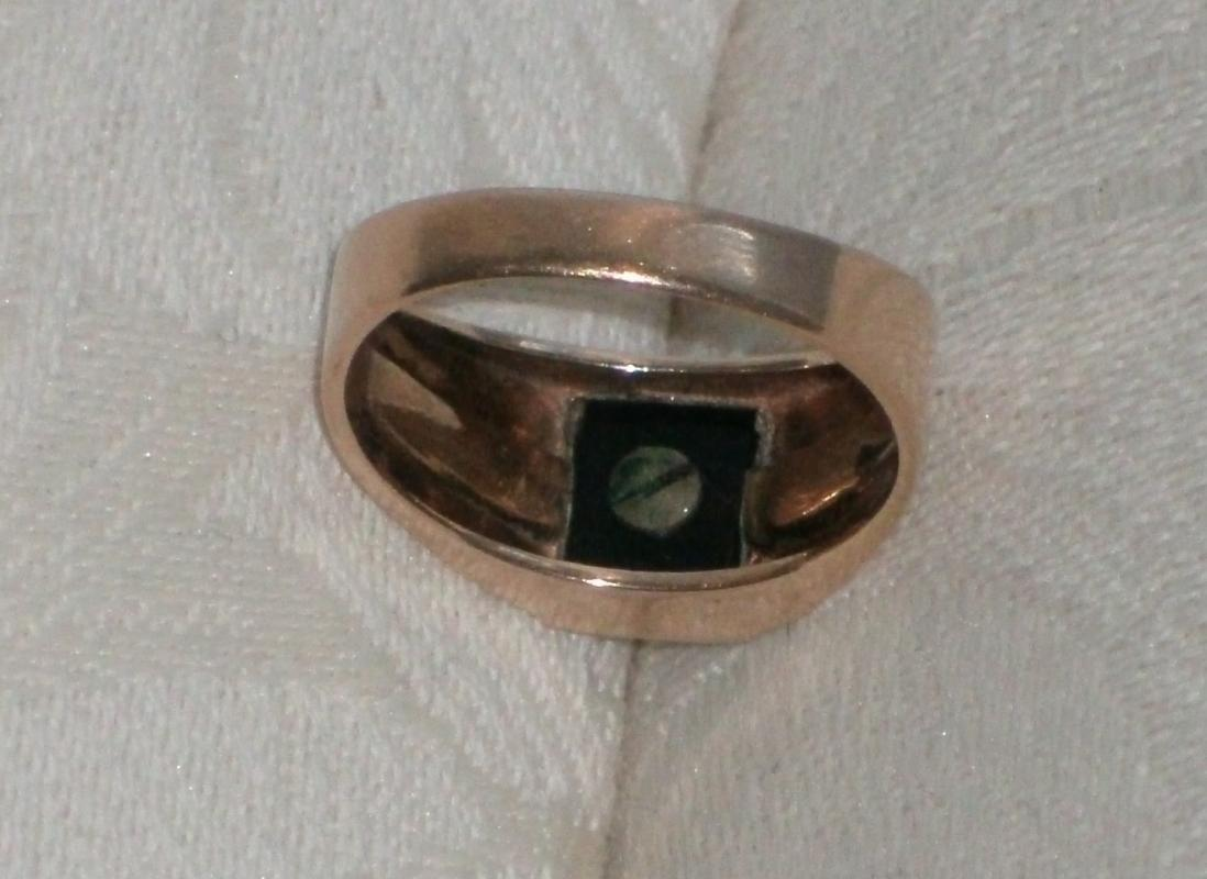 10K GOLD Ring LETTER H ( screw holding letter ) on Black Alaskan Diamond _Quality old Ring Nice Condition