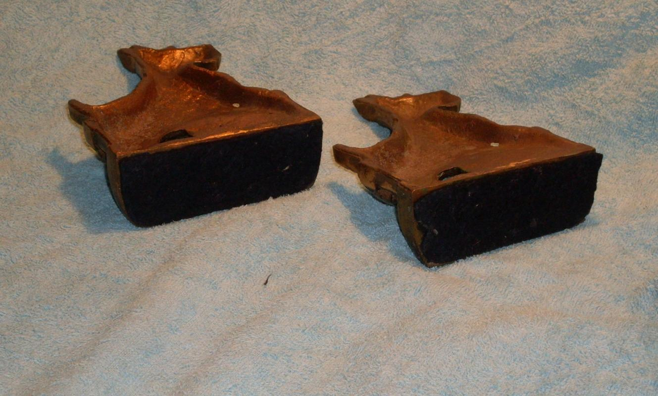 Arts n Crafts SCOTTY DOG SOLID BRONZE BOOKENDS ...Scotty Dog resting on Fence NO DAMAGE