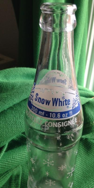 MID-CENTURY _ MARCH 26, 1962_ SNOW WHITE CLEAR GLASS POP BOTTLE with Blue + While Logo_ 10.6 Oz Fl_ NO DAMAGE_ Clean _ Nice Decorative Pop