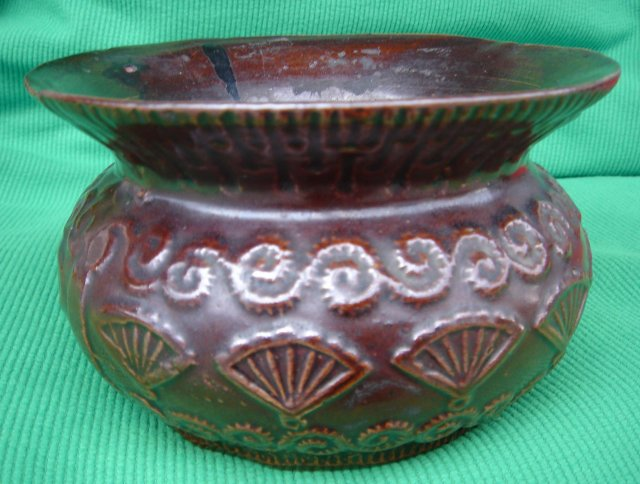 GENUINE ANTIQUE Victorian Era Early Pottery  ( LADIES ??? ) Spittoon Victorian Era Nice Condition SIZE 6.5