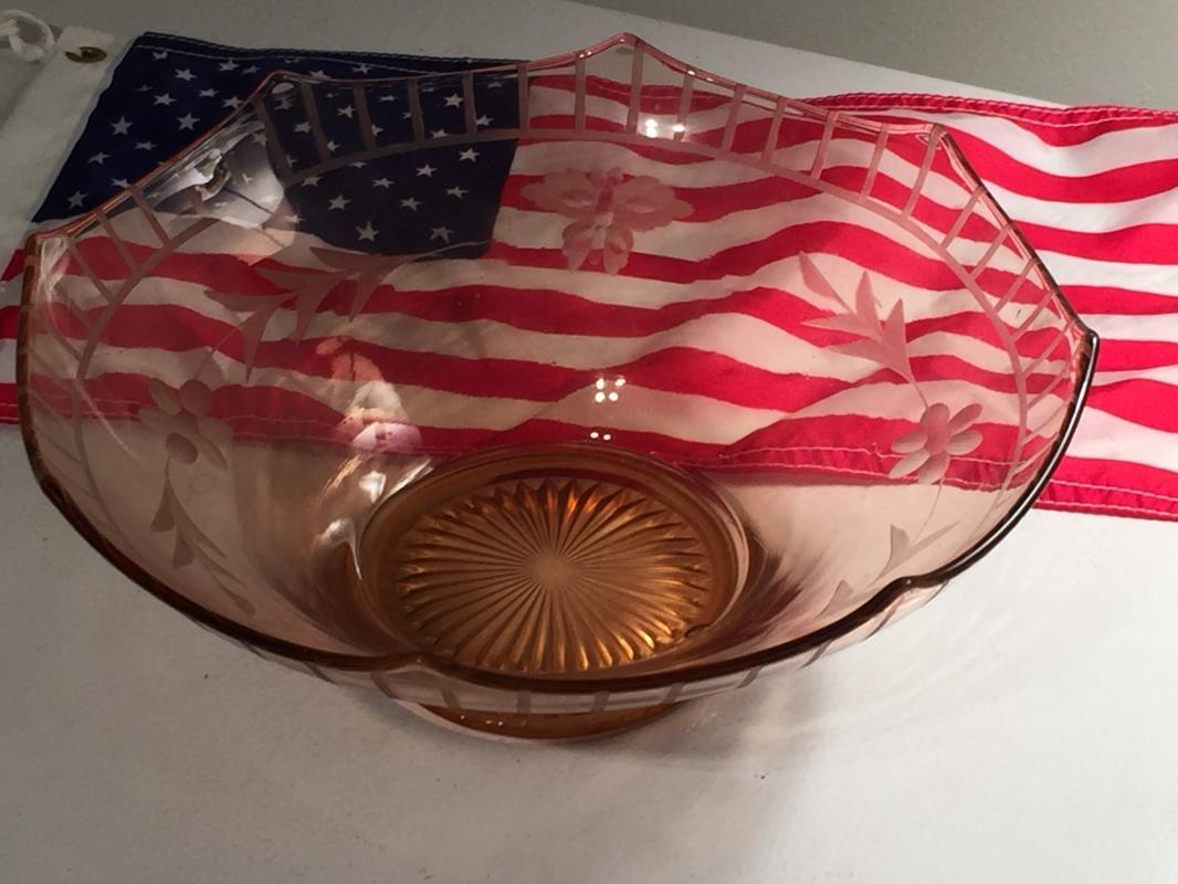 IMPERIAL GLASS Co. USA Large BOWL_ MOLLY_ Rare Find pattern BUTTERFLY and Etched design. NO DAMAGE _  Depression glass  BEAUTY_