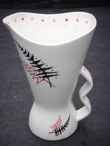 ESTATE Pottery by WADE Fab Find !  ~~ Wade Collectors Hard to Find Large LEMONADE Pitcher / Jug .~~  In Very Good Condition.Year 1957  ~ Fern Pattern