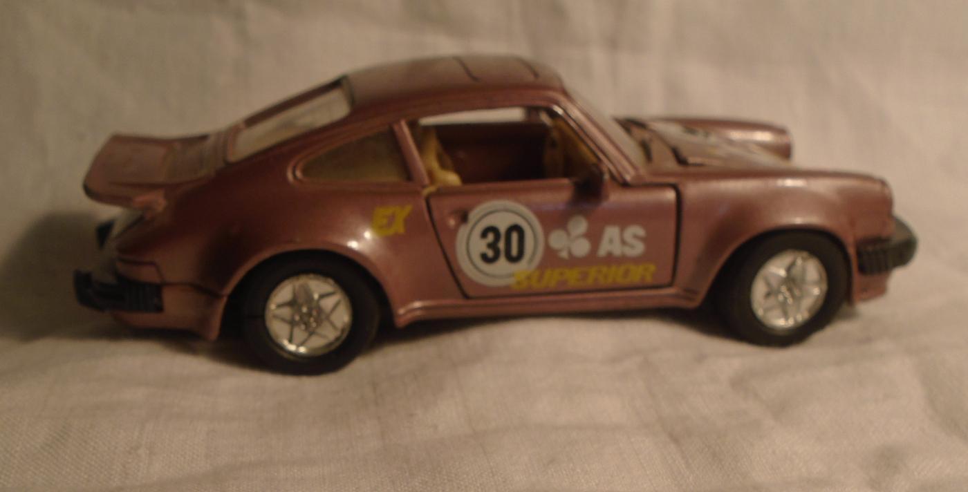 WELLY PORSCHE 911 TURBO SUPERIOR RACER Die cast #30 Decals