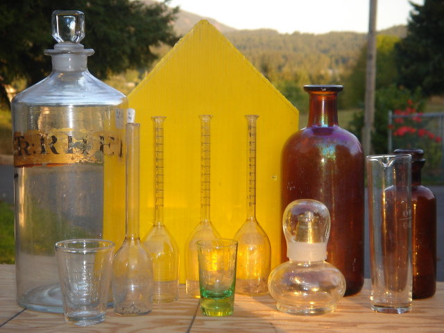 Vintage 39 pcs LABORATORY CHEMISTRY  Apothacary Bottle,Separatory Funnel and More ~ Acid Etched EAGLE on 1 Pcs~.PLUS More Acid Etched Design on 5 pcs