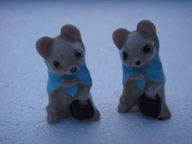 Vintage Collectible Miniature Mouse _Blue shawl, carrying Black Bag. THE PAIR of Mice. Beswick thought to be