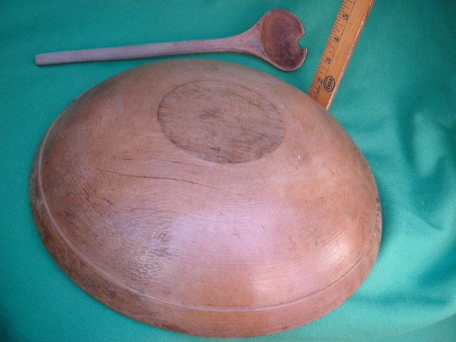 Primitive Old Canada COUNTRY Antique TREENWARE Early Settlers Round WOODEN Mixing BOWL with unique wooden spoon