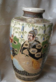 Stunning Beauty of  Antique SATSUMA VASE Artifact_ Gold Gilding & Hand Painted _Shipping to Canada , USA or JAPAN