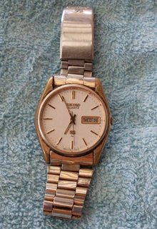 Quality VINTAGE Mens SEIKO Wristwatch _features Day + Date _Seiko Quartz_ Vintage Year 1979_WORKING Excellent
