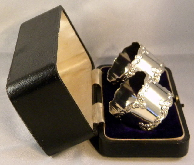 Boxed Set Pair Silver  Napkin Rings 1909