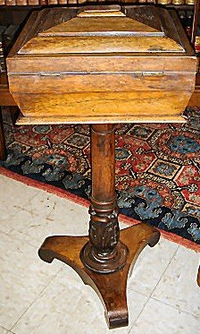 English Early Victorian Rosewood Tea Poise On Carved Pedestal Base